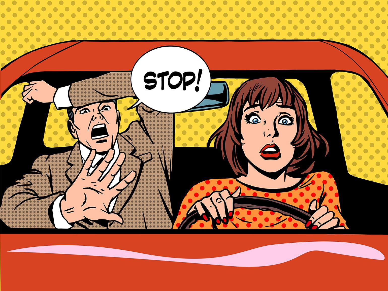 Pop art de style rétro illustrant une élève au volant et son instructeur en panique. Auto et transport.