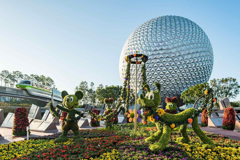 Mickey Mouse, Minnie Mouse, topiques de Daisy Duck à l'entrée d'Epcot lors du salon international des fleurs et jardins